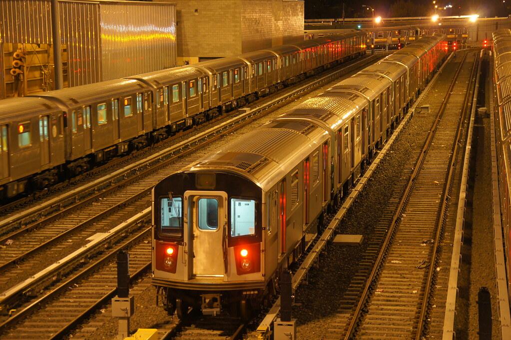 Mta New York City Subway 1999 2004 Kawasaki R 142a S Subwa