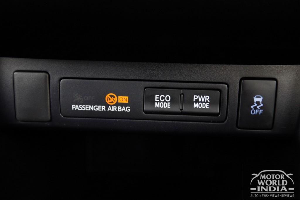 Toyota-Innova-Crysta-Interior-Dashboard (17)