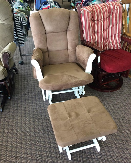 Scored a glider/ottoman for the nursery today for only 89 clams. Sure, it's an earth tone, but I can re-cover it, yeah?