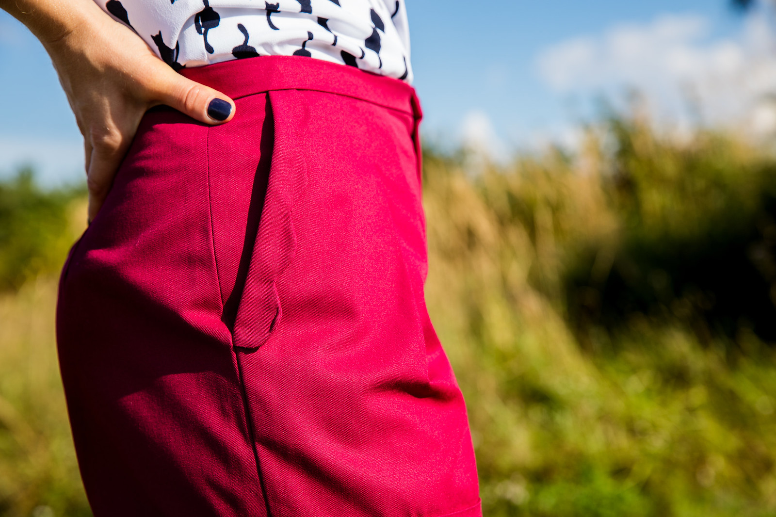 Ozdobna plisa przy kieszeni