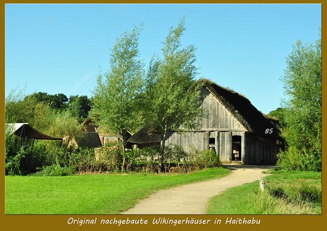 Schleswig - Haithabu - Wikinger - Wikinger-Museum - Wikinger-Häuser - Wikinger-Boote - Schlei - Halbkreiswall - Siedlungsausschnitt - Runenstein - Wikingerkräuter - Archäologie - Rekonstruktionen - Fotos und Collagen: Brigitte Stolle 2016