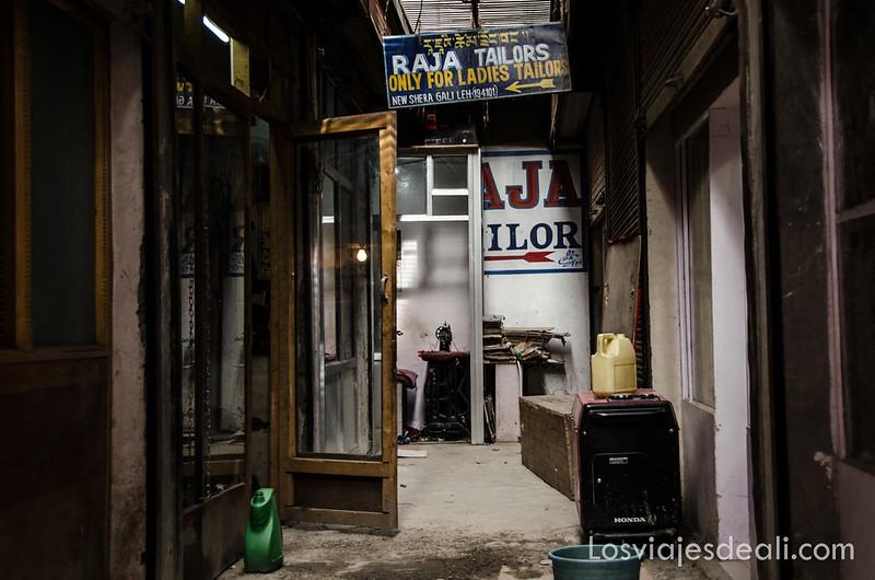 sastrerías en el old market de Leh