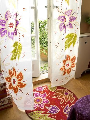 mohnfarbener Teppich Yoko mit passenden Vorhängen  Flickr
