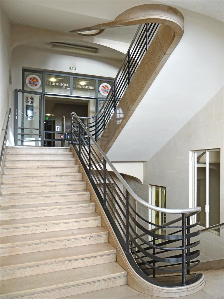 Image gallery escalier d 39 entree for Stickers pour marche d escalier