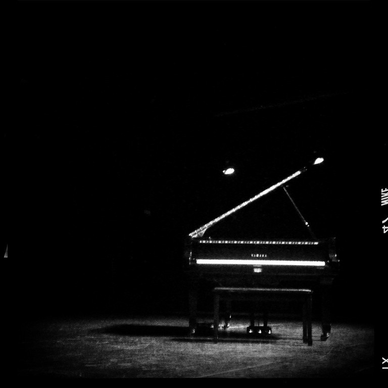 Hd wallpaper desktop - Lonely Piano Mad Mou Flickr