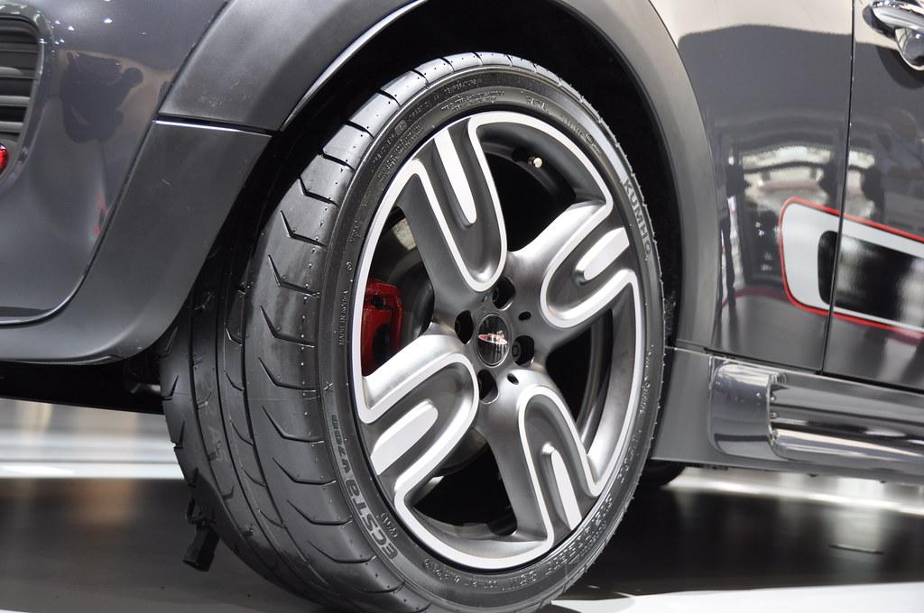 the kumho ecsta v700 semi slick tyres rezulteo pneu flickr. Black Bedroom Furniture Sets. Home Design Ideas