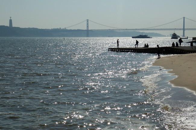 Lisbona - lungofiume Tago