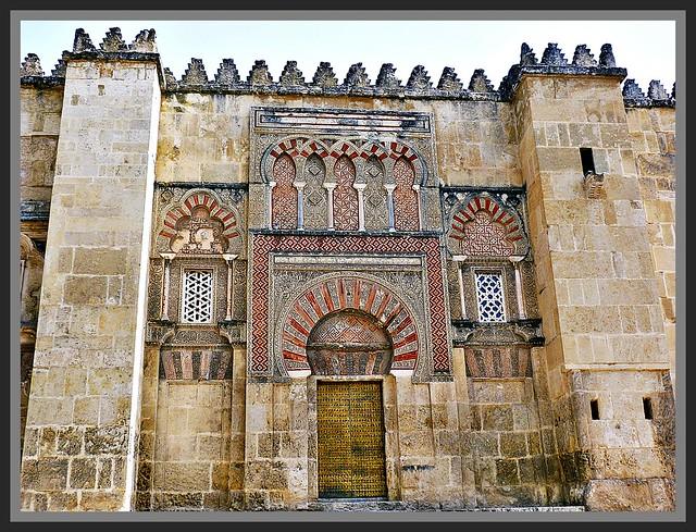 Fachada y puerta exterior de la mezquita de c rdoba for Exterior mezquita de cordoba