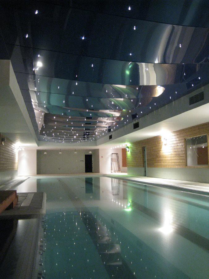 Dise o de piscinas modernas cubiertas ra l fortes flickr for Costos de piscinas