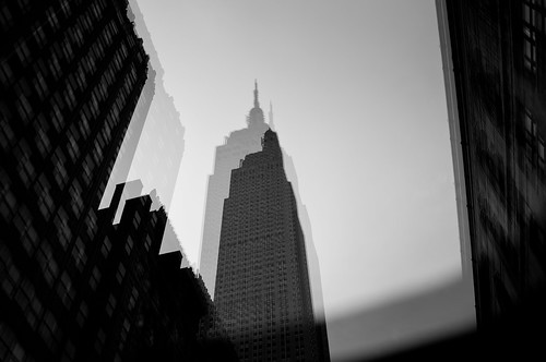 EMPIRE STATE BUILDING THROUGH THE SUNROOF | by Tomb Land