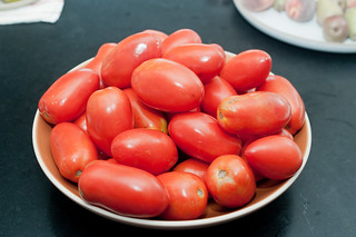 how to prep your tomatoes for a sauce | by sassyradish