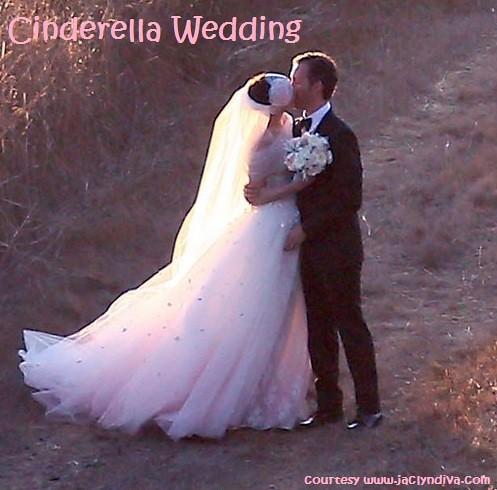 1 anne hathaway wedding kissing hubby wwwjaclyndivacom