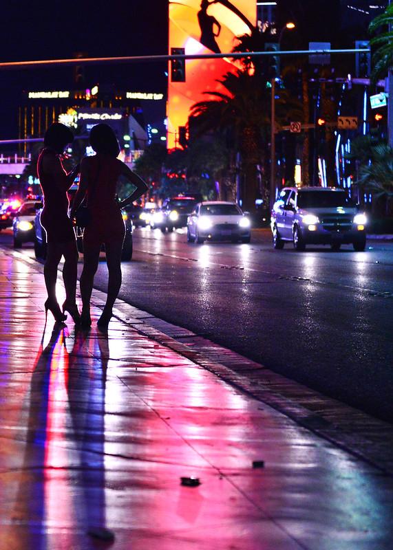 Siluetas en la noche de Las Vegas en la Costa Oeste