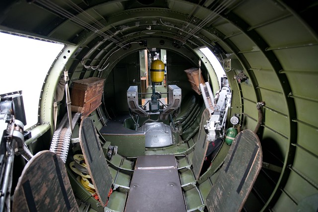 B17G Flying Fortress cockpit interior eduard