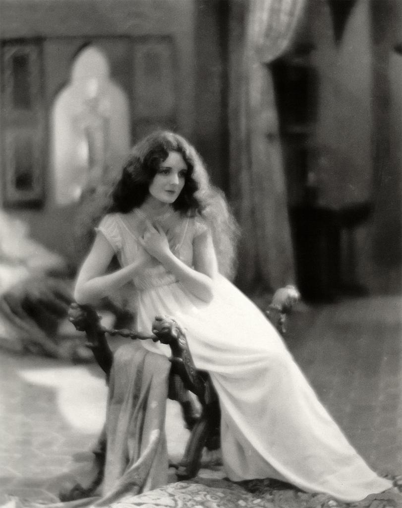 Naked Alibi, Gloria Grahame, 1954 Photograph by Everett