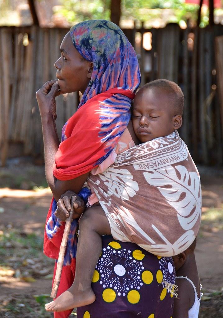 Quot Lala Salama Quot Kenyan Woman Carrying Her Sleeping Child At
