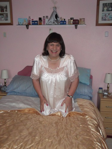 Crossdressed Housewife  Come On In And Play  Cathy -7967