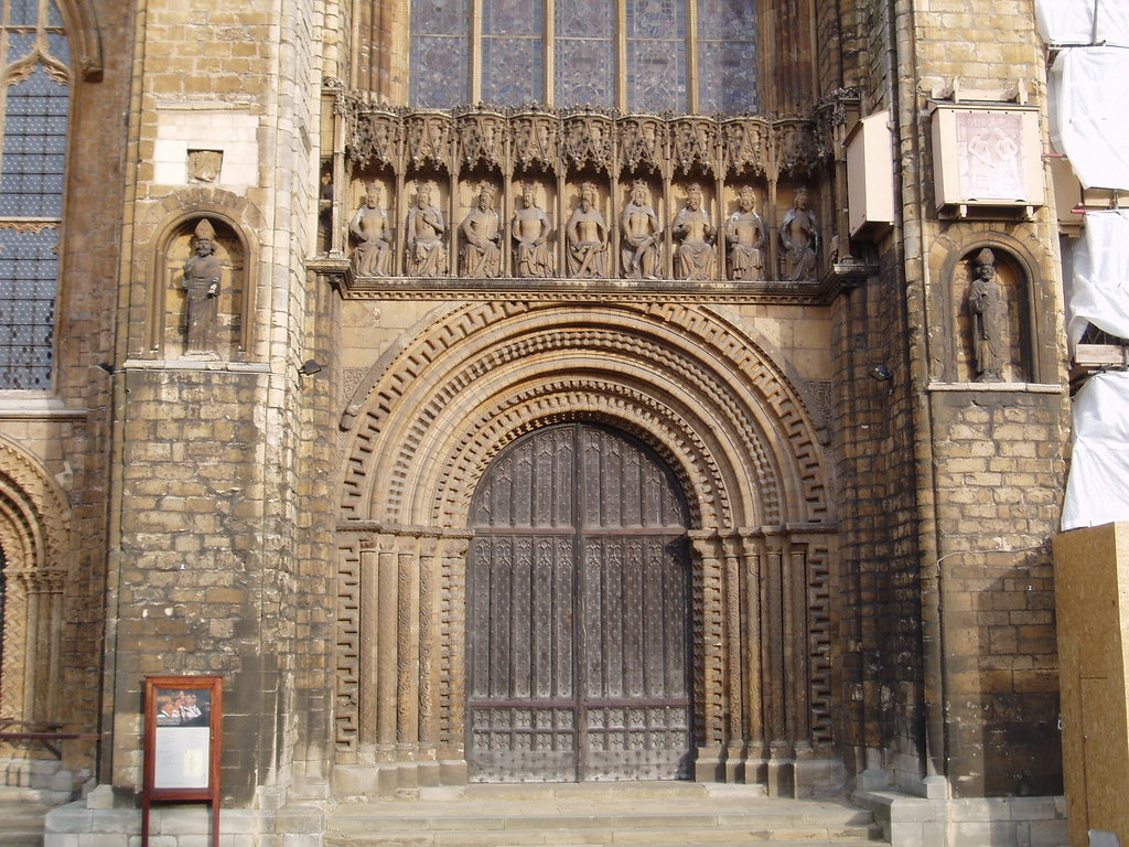 West Door Lincoln Cathedral Lincoln Cathedral Has A