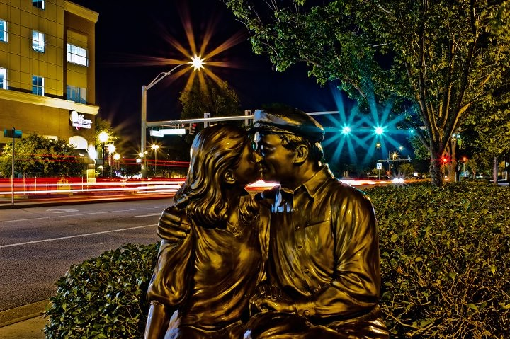 The Kiss By Gary Aslum 2007 Town Center Virginia Beach