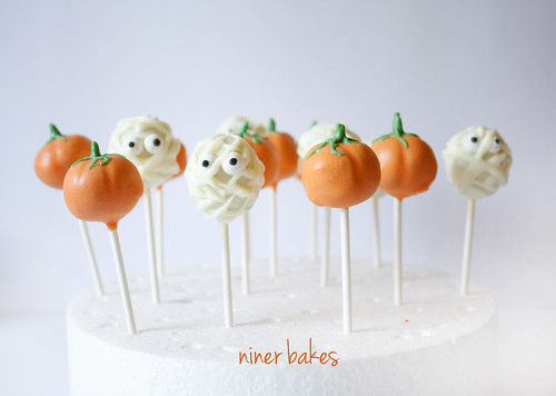 Halloween Pumpkin & Mummy Cake Pops | by niner bakes