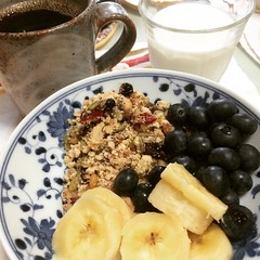 okara granola bowl (a little yogurt, really ripe banana, blueberries, okara granola & a little milk)❤︎  #okara #granola #osaka #japan #おからグラノラ #大阪
