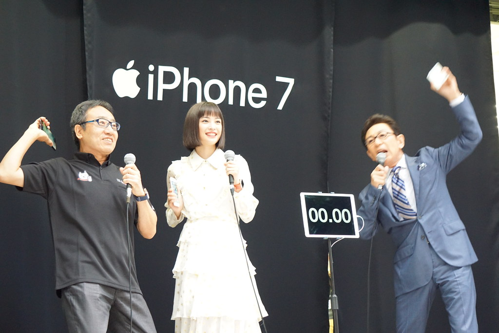 iPhone 7 / 7 Plusが発売。ソフトバンク表参道に50人の列、最前列は13日夜から