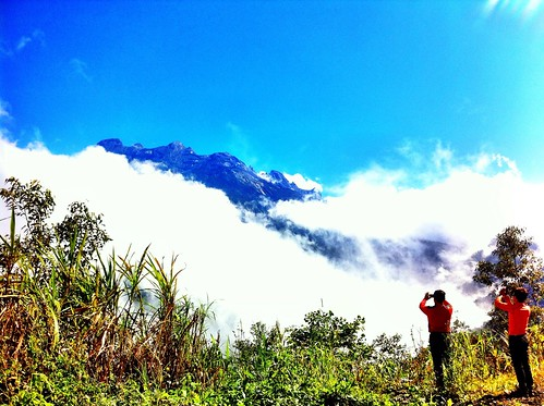 Mount Kinabalu by the roadside | by Borneo Encounter Tours & Transportation (BETT)