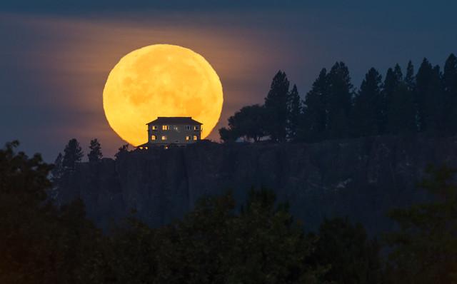 Arbor Crest Moonset