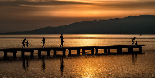 Kids at dusk | by Paco CT