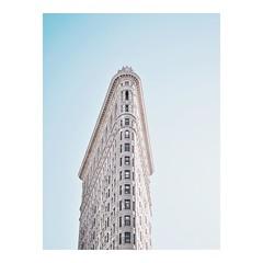 FLATIRON • Probably my favorite building in NYC #flatiron #flatironbuilding #manhattan #usa #visitusa #visitnyc #travelgram #wanderlust #roamtheplanet #architecture #anotherescape #minimal #vsco #vscogood #belgianblogger