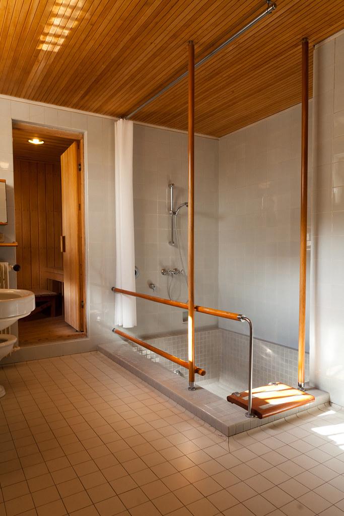 Maison louis carr 2012 11 master bathroom looking for Alvar aalto maison