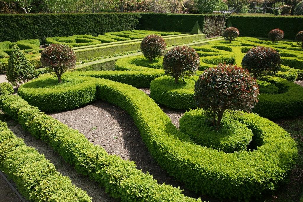 Alowyn gardens parterre garden dixons creek joe lewit for Parterre 3d