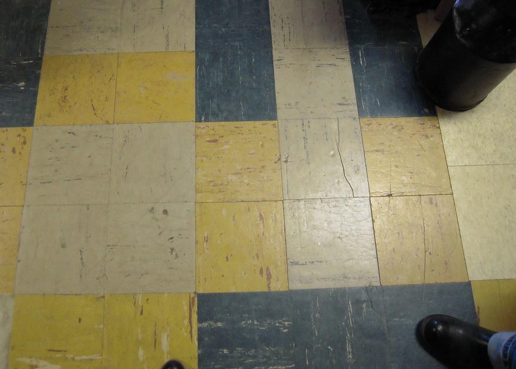Floor Fascination Crazy Cool Old 9x9 Linoleum Floor Tiles Flickr