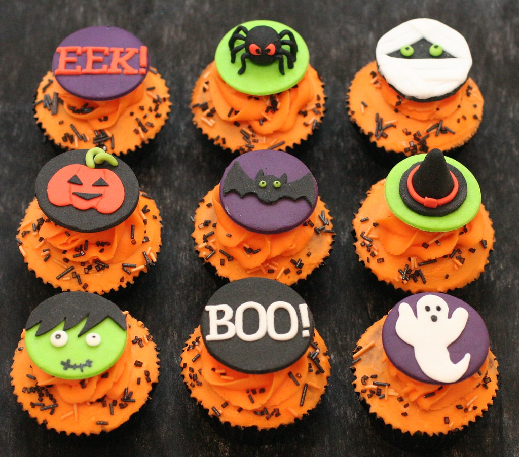 Halloween cupcake toppers chocolate cupcakes with orange for How to make halloween cupcake cakes