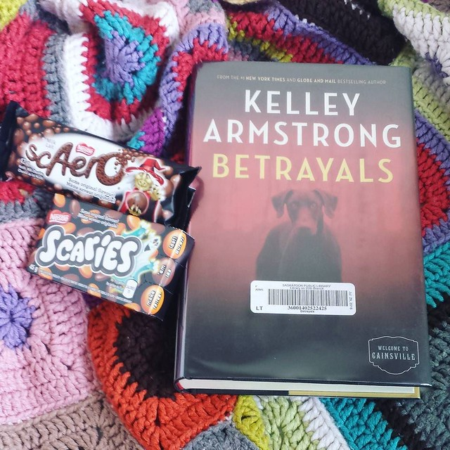 jumping into a new book today, excited for this one!! Also, gonna dig into some Halloween chocolate 🎃 love when these come out #bookstagram #kelleyarmstrong #halloween