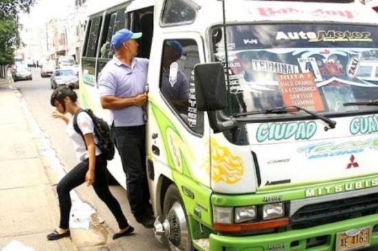Unidad de transporte público fue secuestrada por 3 atracadores armados, a la altura de Makro, en Pue...