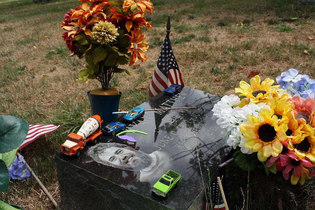 Ryan Dunn's Grave | Co...