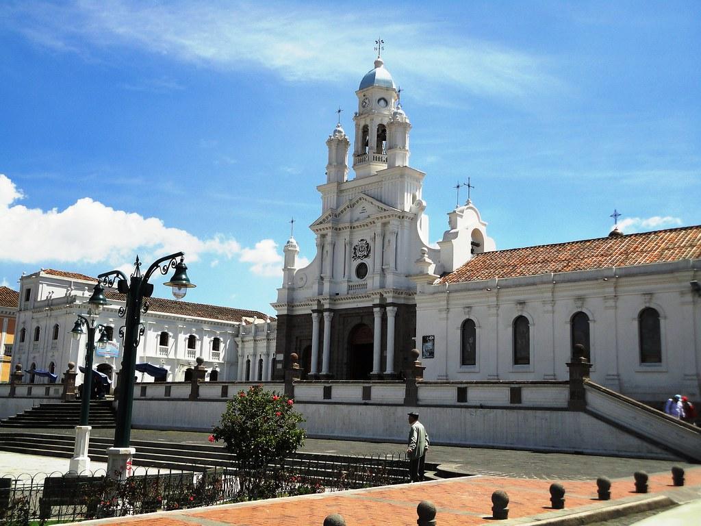 Iglesia matriz de sangolqu provincia de pichincha ecu for Ministerios del ecuador