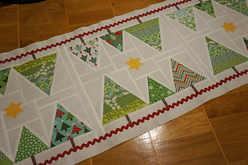 Christmas-tablerunner-decoratedtop | by Sy-elsk-lev