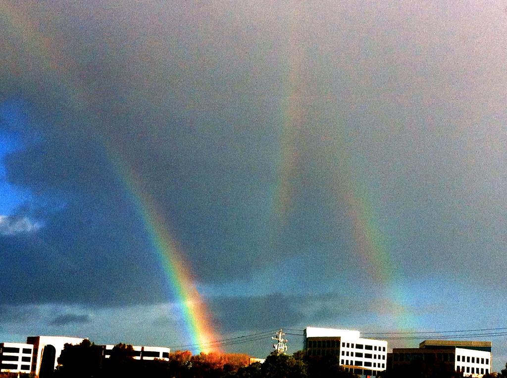 Triple Rainbow | The middle rainbow is a rare phenomenon ...