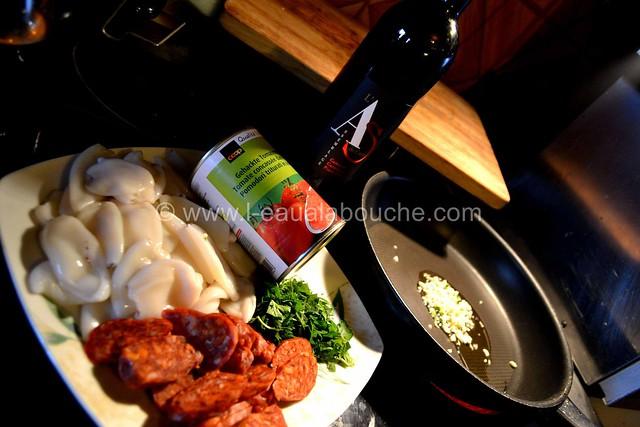 Ragoût d'Encornets & Chorizo Flambé au Brandy  © Ana Luthi Tous droits réservés 02