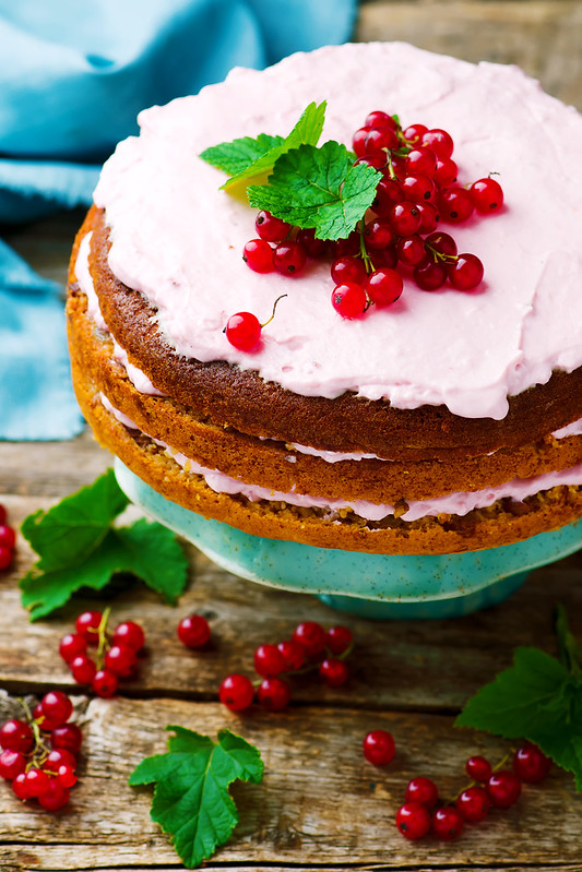 Oat cake with red currant.