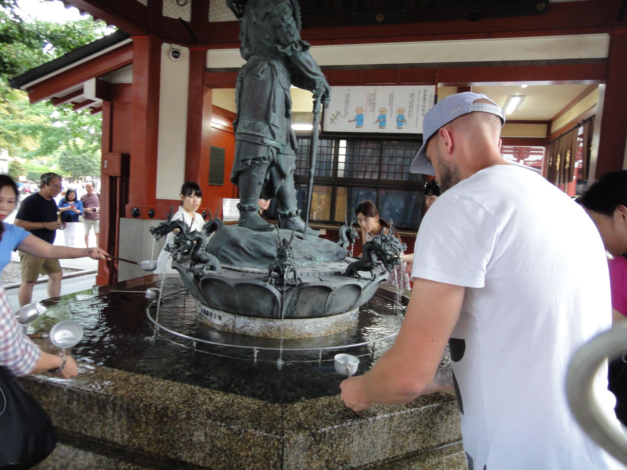 Tvätta händerna i Templet