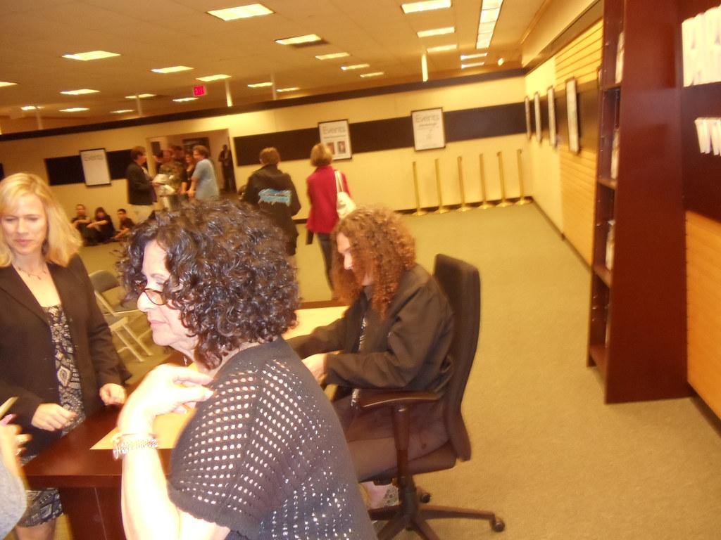 Weird Al Yankovic book signing, Paramus, NJ, 10/22/12   Flickr