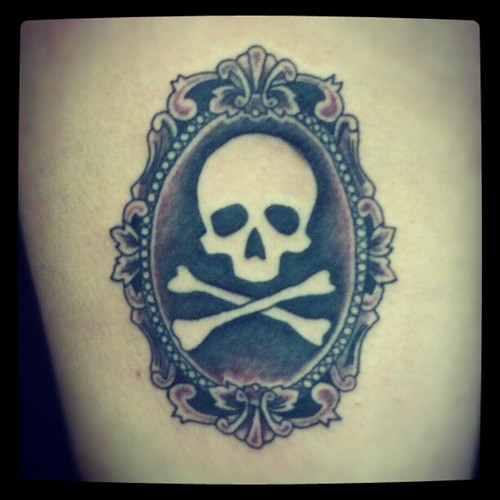 Skull crossbones frame black wash ink tattoo inked for Washing a new tattoo