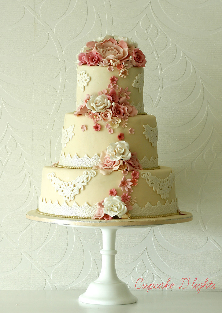 wedding cake for 200 people vintage wedding cake iv had a week with 200 22699