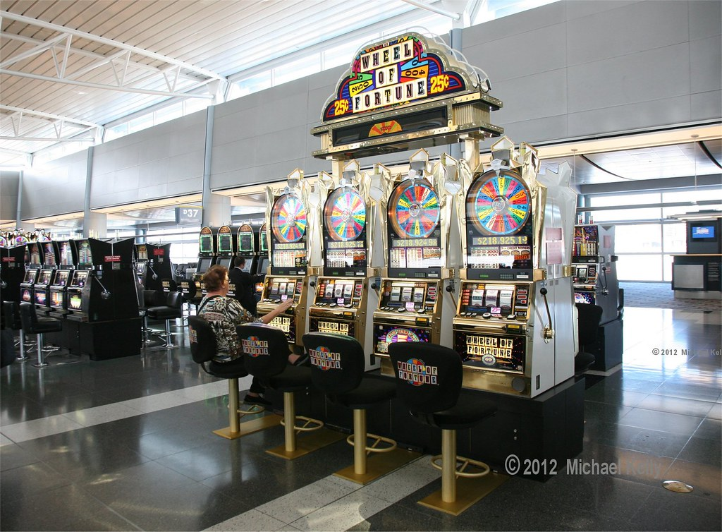 Las Vegas Airport Slot Machines Las Vegas's McCarran Airport has over slot machines, but should you play them?by Paul Ace Diamond