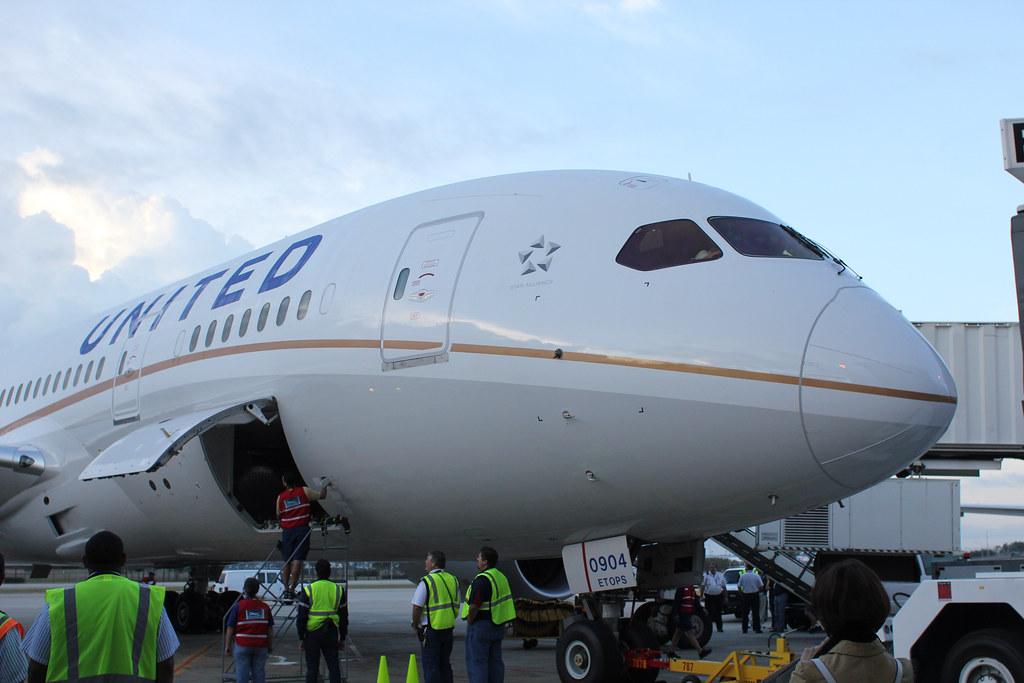 Closing the Cargo Door - United 787 | Stephan Segraves ...