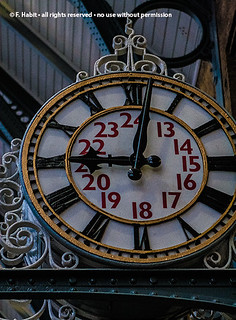kings-cross-clock | by panopticon