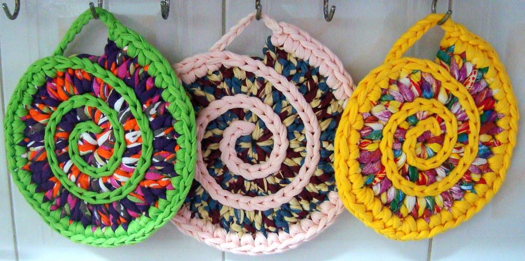 Suportes em espiral para panelas ou travessas em trapilho - Cosas de trapillo faciles ...